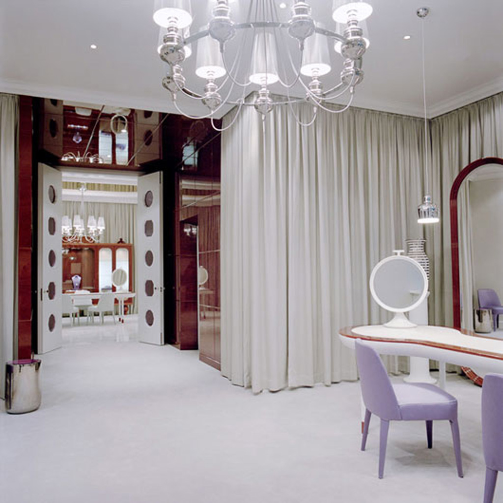 Luxury Jewelry Boutique Interior Design by Jaime Hayon - Iroonie.