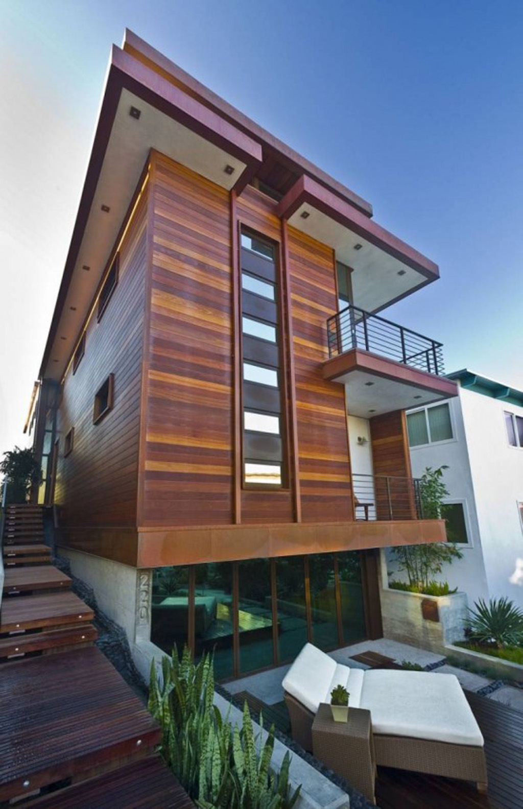 Modern beach house pictures for Wooden house exterior design