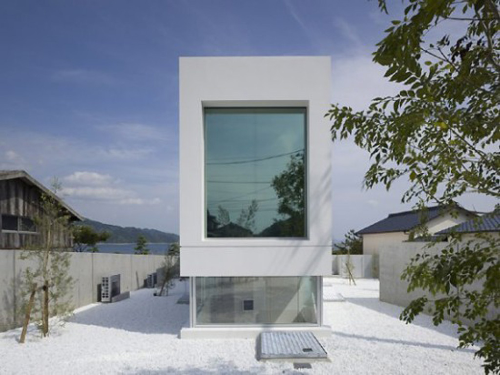 Modern japanese white house design from takao shiotsuka for Japanese house design