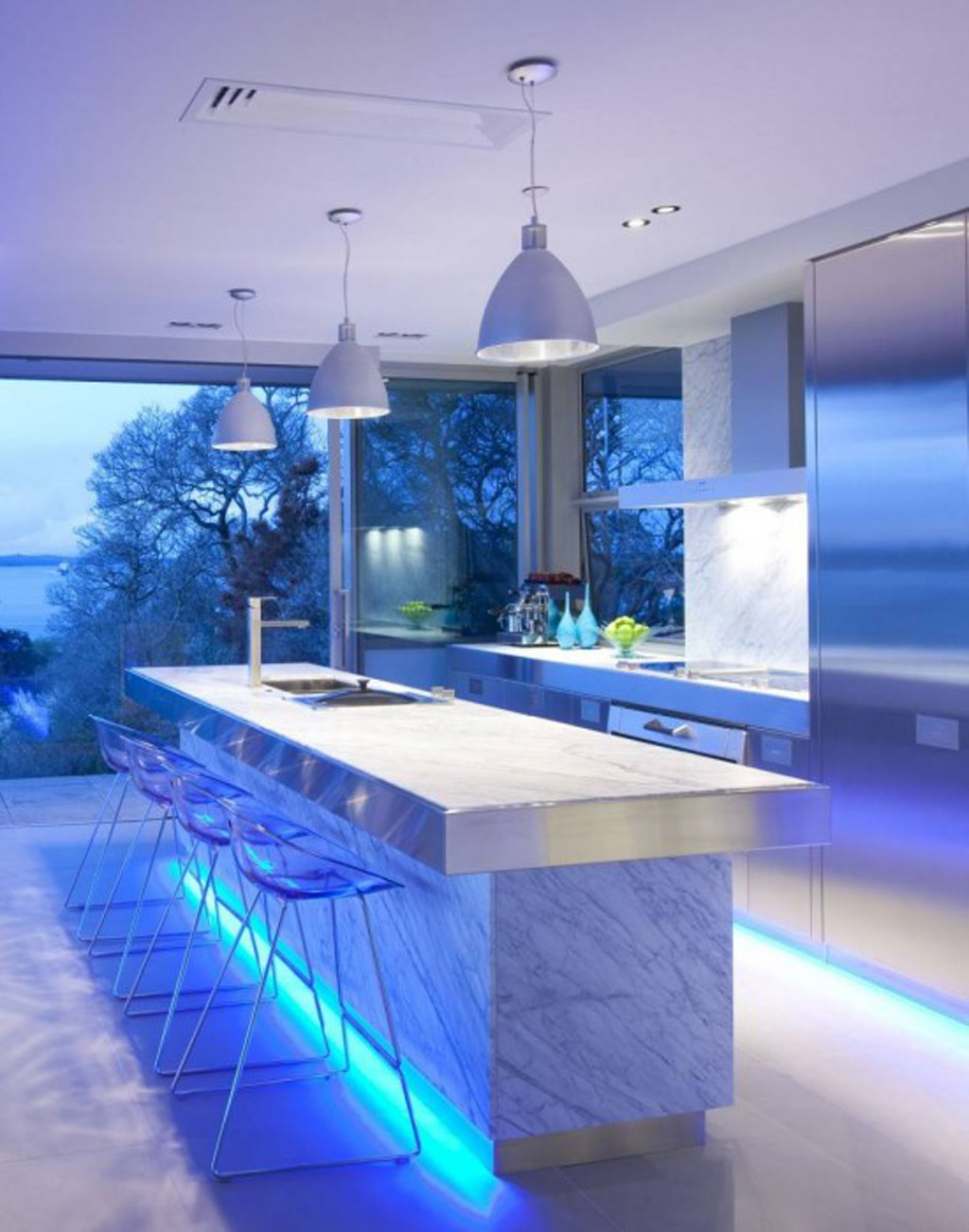 Ultra modern kitchen design with led lighting fixtures for Modern kitchen lighting design