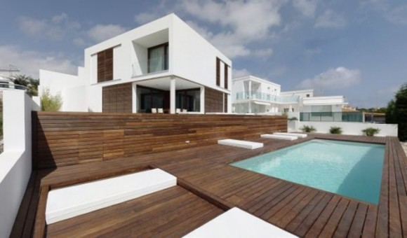 outdoor wooden pool decor