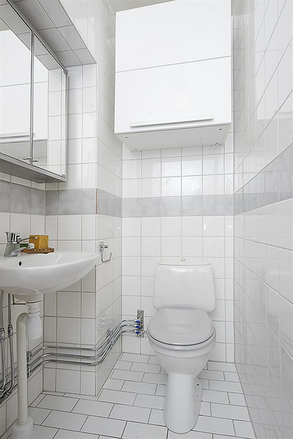 White small bathroom design for Compact bathroom layout