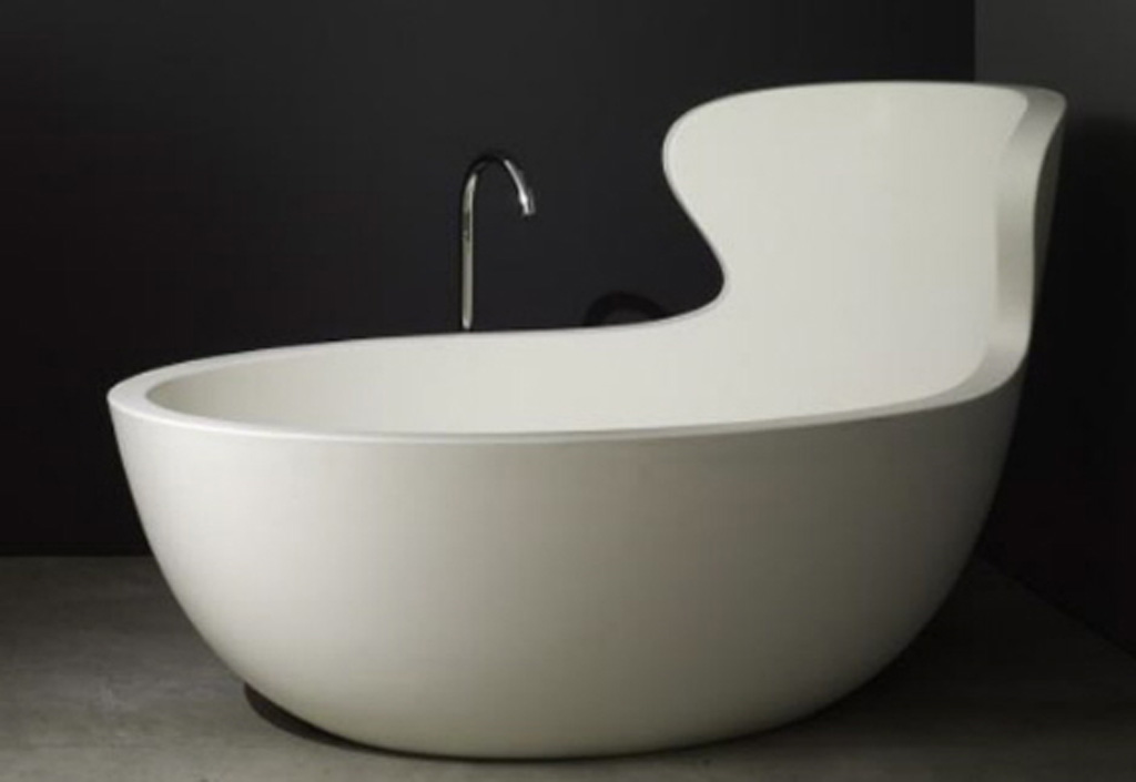 Luxury-futuristic-bath-tub-design-with-inox-faucet