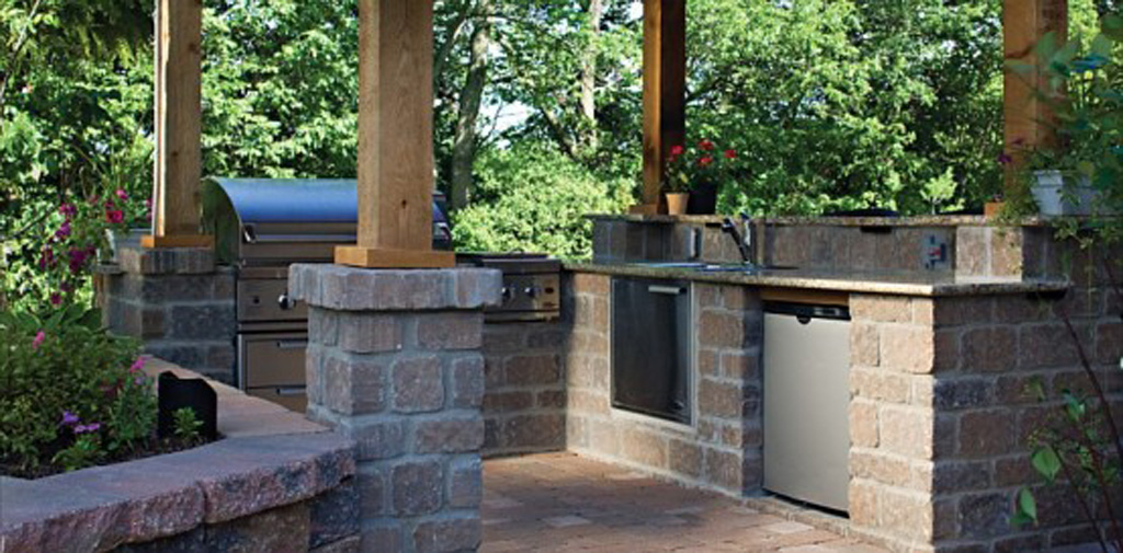 Stone-outdoor-modern-kitchen-design-idea-with-stainless-steel-appliances