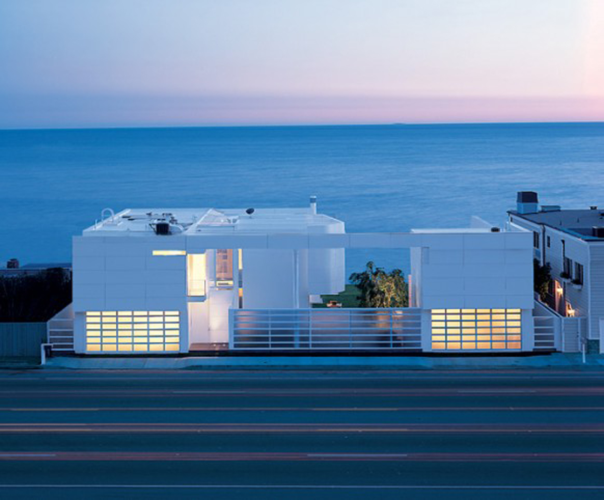 White beach house exterior decor for Beach design
