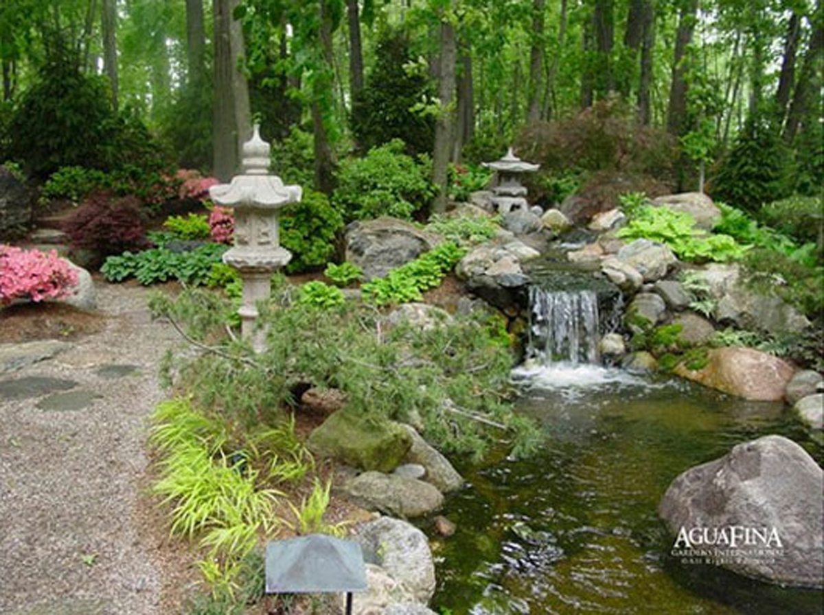 Natural outdoor garden designs for Garden design features