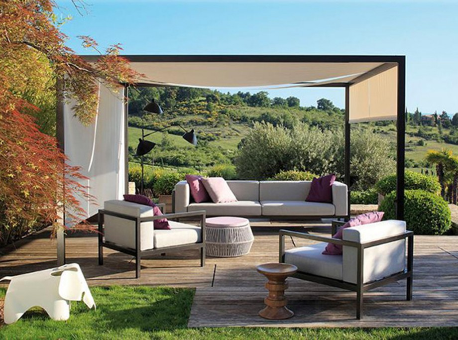 comfortable outdoor furniture layouts'