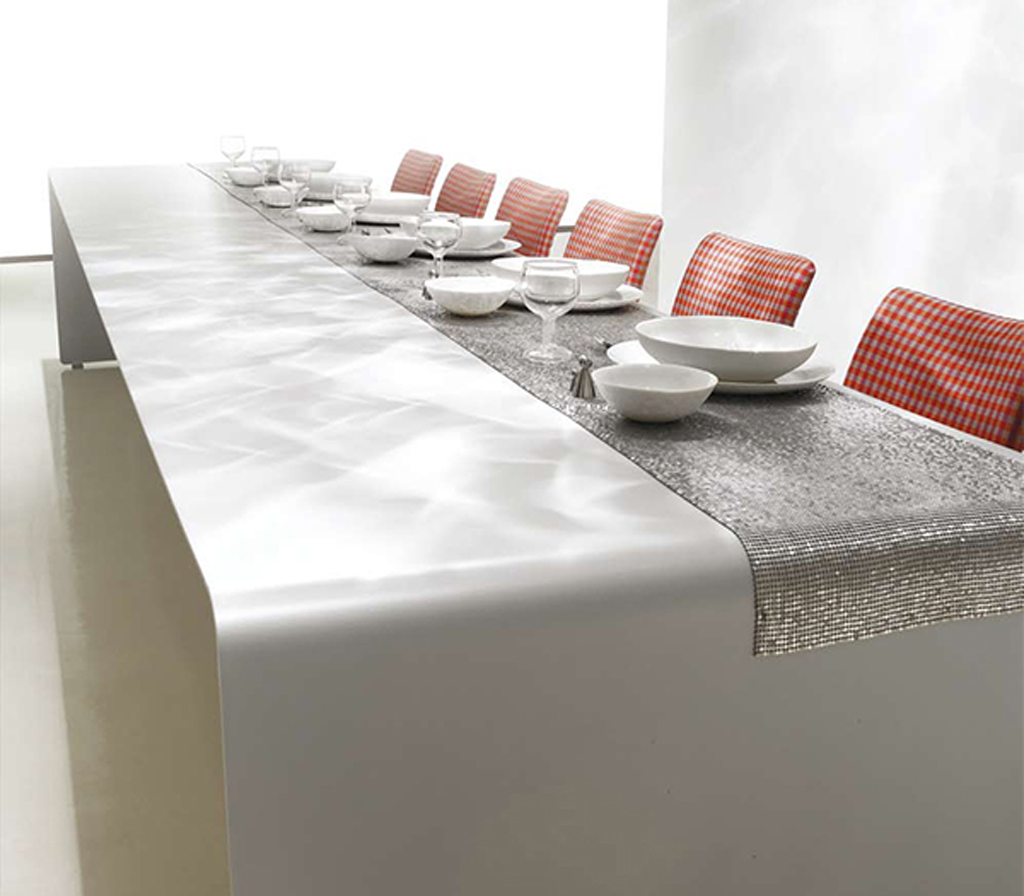 Luxury dining table decorating ideas for Modern dining table decor