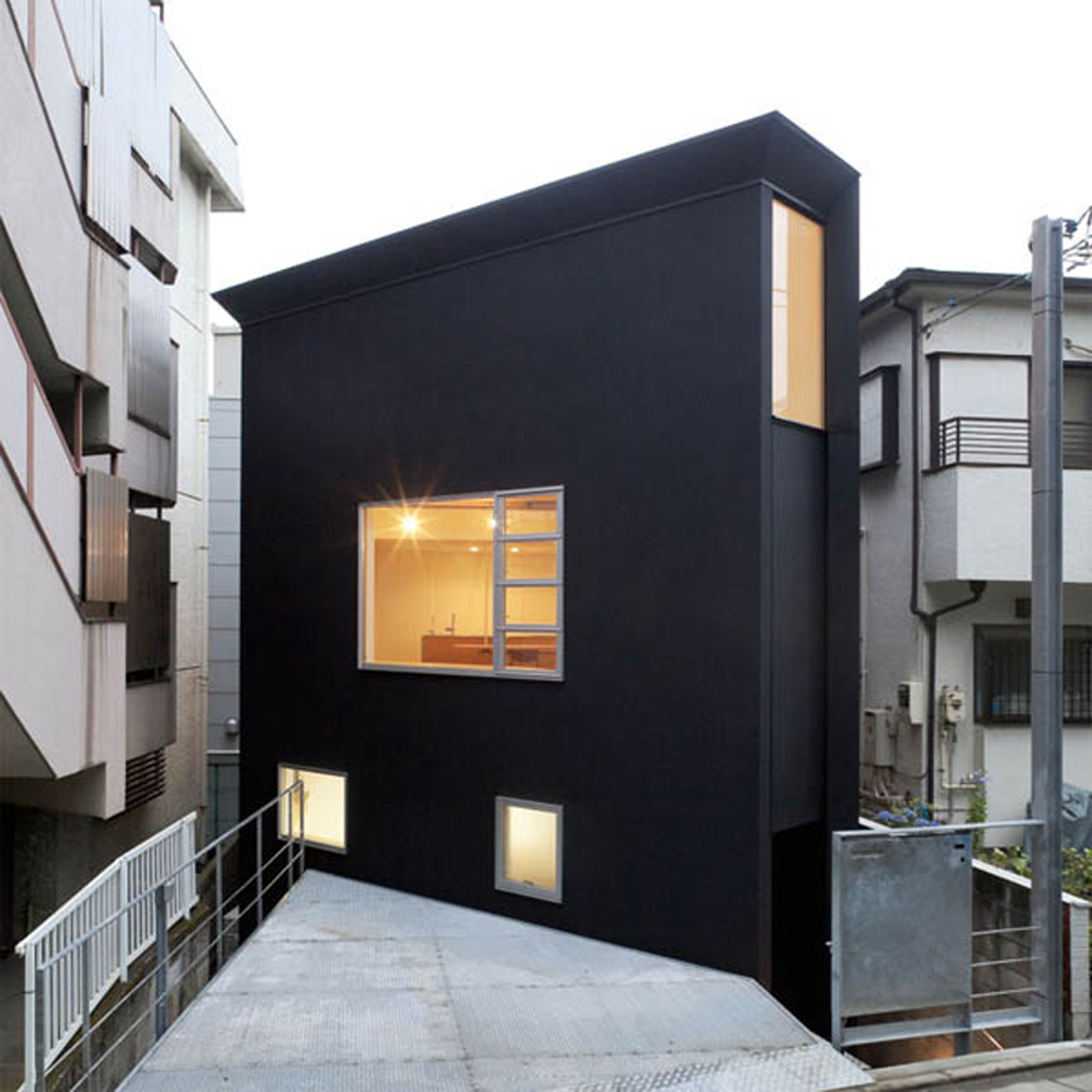 Minimalist japanese house layouts for Small urban house plans