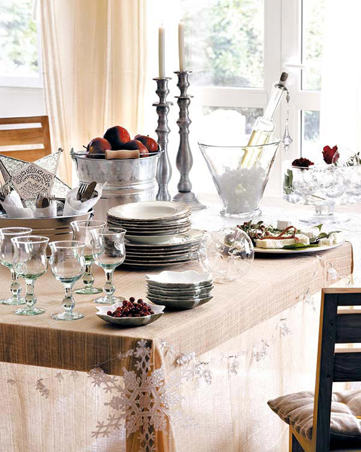 Clean and clear christmas table decorations plans for Table holiday centerpieces