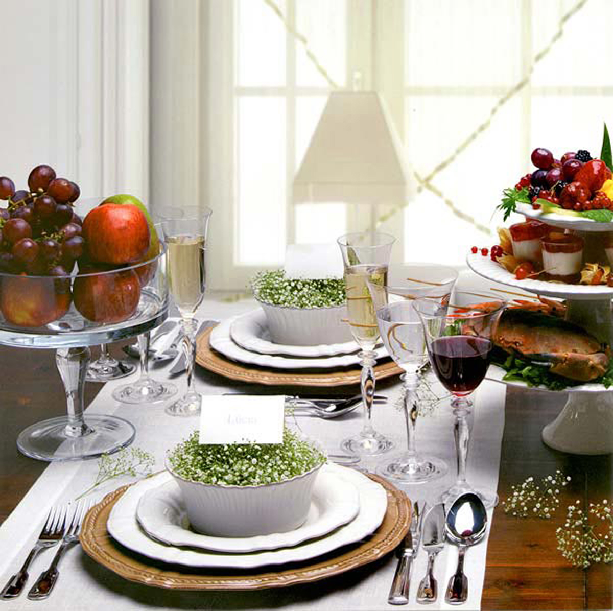 Natural dining table decor for christmas 2010 for Table decorations for dining table