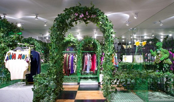 green and clean swing store decors