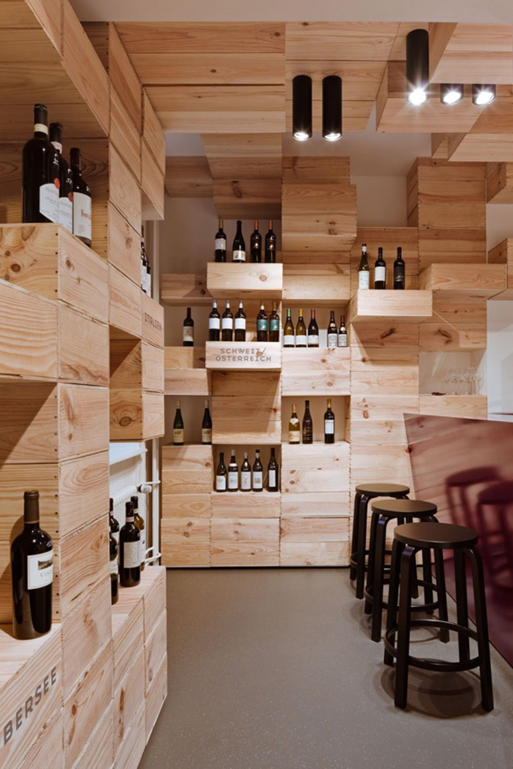 Simple wine store interior decor for Wine shop decoration