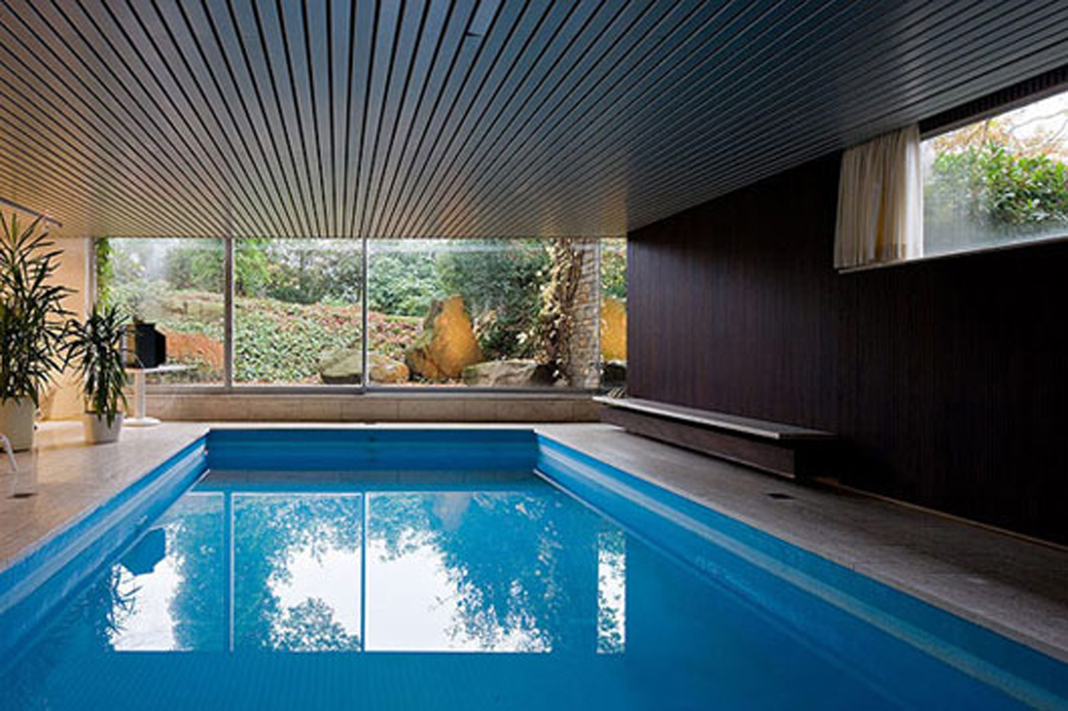 Comfy indoor swimming pool - Inside swimming pool ...