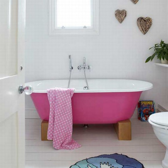 eye-catching antique bathtub