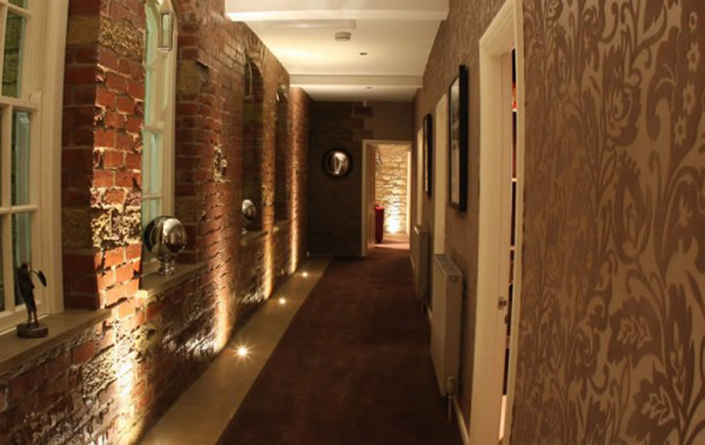 Brick stone corridor decorations - Corridor decoratie ...