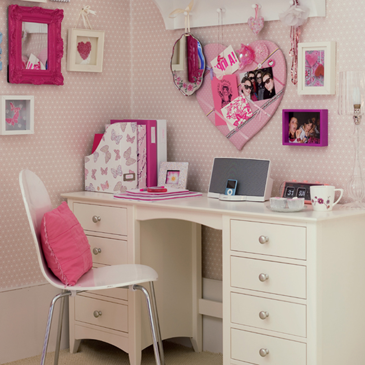 Study Room Designs For Teenagers: Romantic Study Desk Inspirations