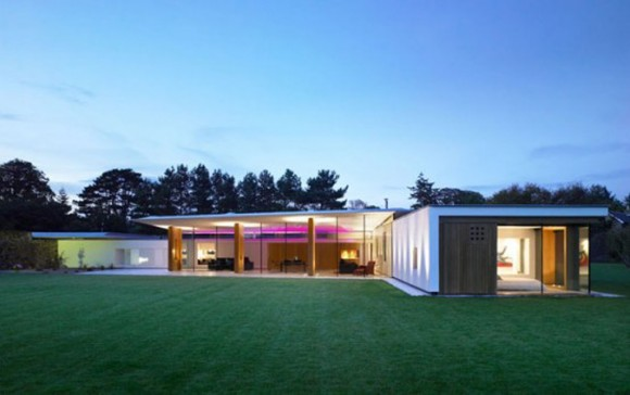 Incredible minimalist glass house designs with glossy for Incredible home designs