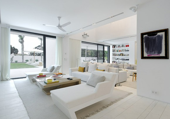 pretty white living room constructions