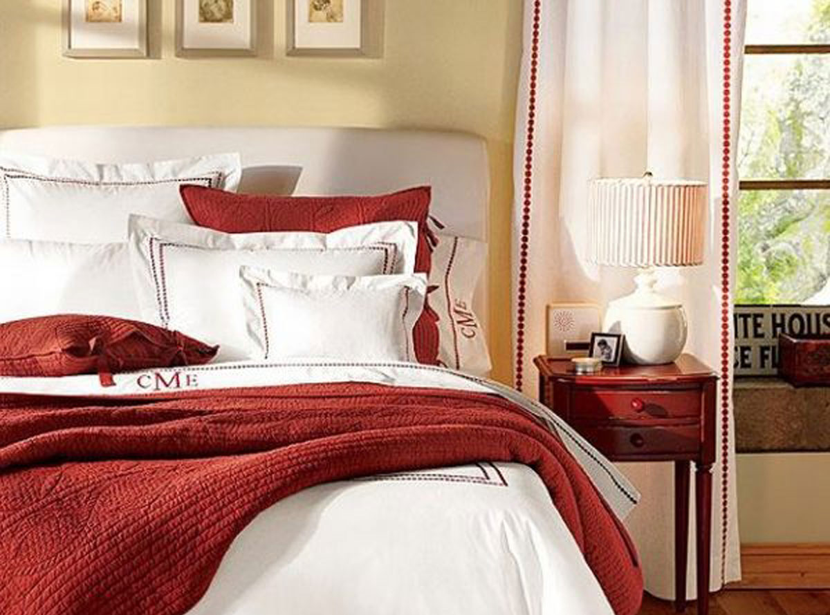Red and white bedding decor for Bedroom quilt ideas
