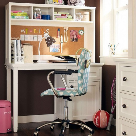 corner space for teen to study