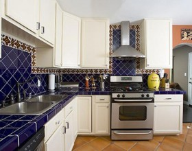 calm blue kitchen color scheme