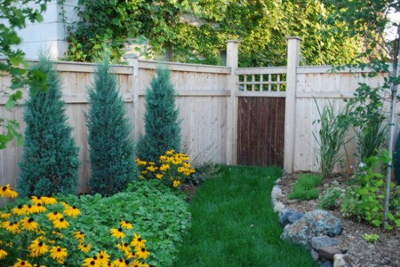 Amazing Fence Designs to Inpsire Your Yard (10)