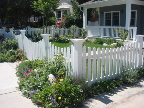 Amazing Fence Designs to Inpsire Your Yard (12)