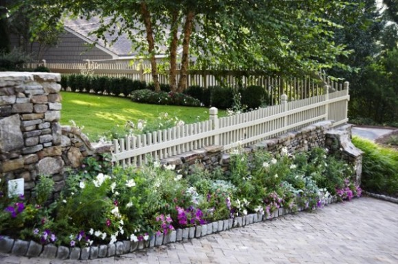 Amazing Fence Designs to Inpsire Your Yard (17)