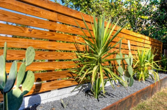Amazing Fence Designs to Inpsire Your Yard (5)
