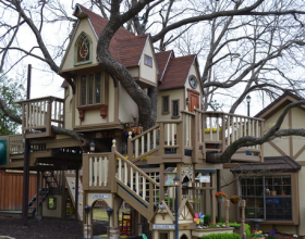 Amazing Treehouse Mansion with Victorian Decor (1)