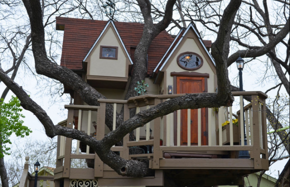 Amazing Treehouse Mansion with Victorian Decor (4)
