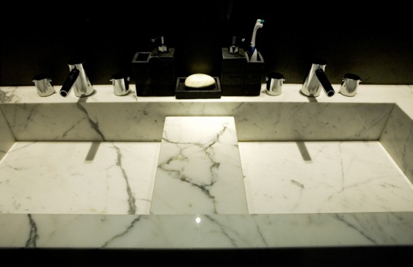 Aesthetic Granite and Marble Sink Ideas for the Home18