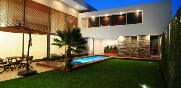 Decorating the Outdoors with Brilliant Courtyard Designs10