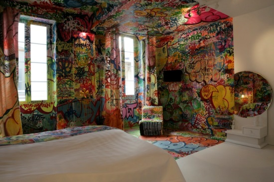 Light up Your Walls with Creative Graffiti Decor4