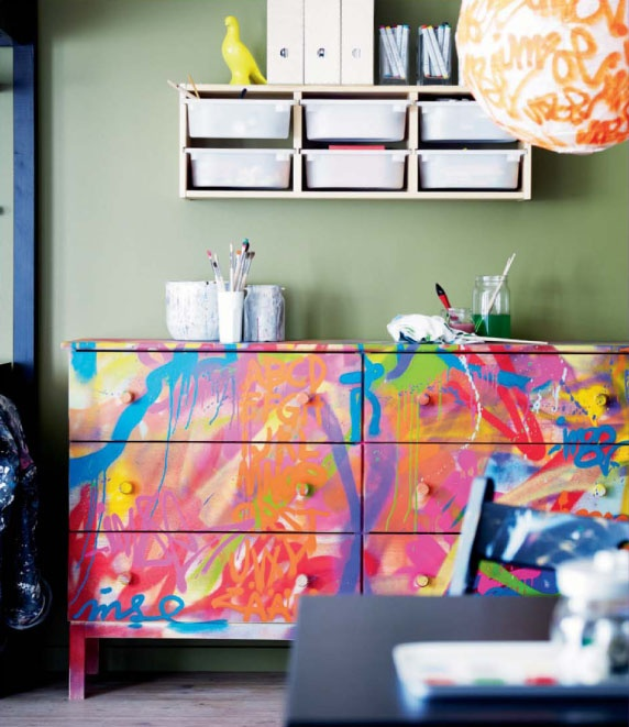 Light up Your Walls with Creative Graffiti Decor8
