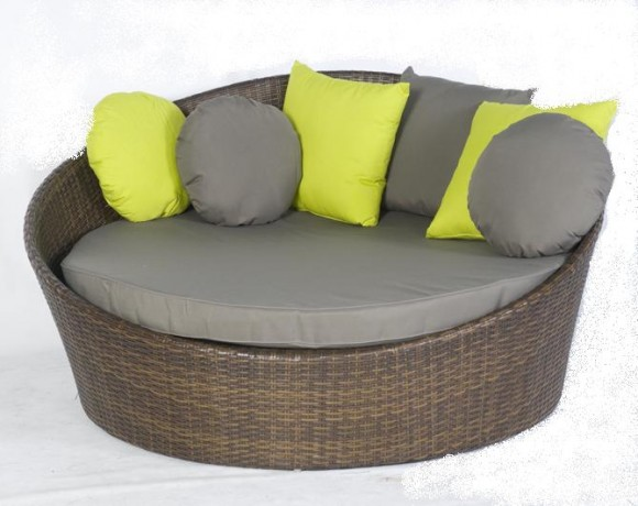 Create your Personal Space with an Outdoor Daybed1