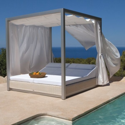 Create your Personal Space with an Outdoor Daybed6