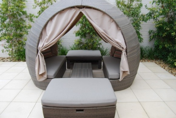 Create your Personal Space with an Outdoor Daybed9