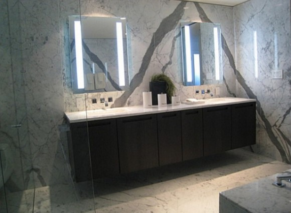 How to Decorate your Bathroom with a Stylish Mirror11