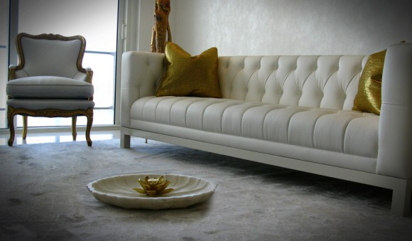 7 Chic Tufted Sofa Designs to Accentuate Home Interiors2