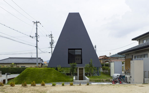 black-pyramid-house2